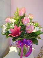 Roses, lillies, alstroemeria, snapdragon, and solidago