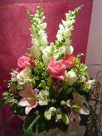 Snapdragon, lillies, alstroemeria, roses, solidago, and monkey grass